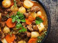 Рецепта Картофена яхния от агнешки врат с чушки и моркови